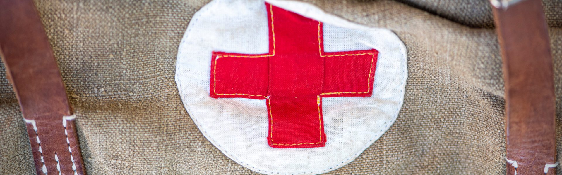 close-up-vintage-military-bag-with-red-cross-soviet-bag-for-medicines-old-bag-for-the-military-the-second-world-war (1)